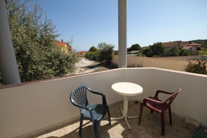 Studio flat with terrace Ližnjan, Medulin (AS-7240-a)