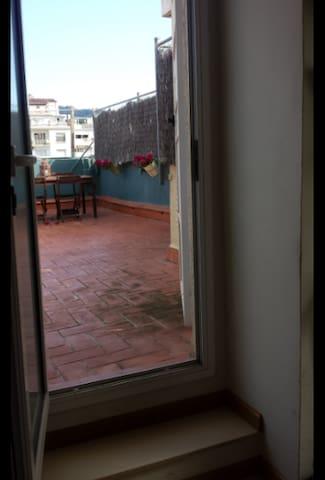 Salón muy luminoso con acceso a terraza privada