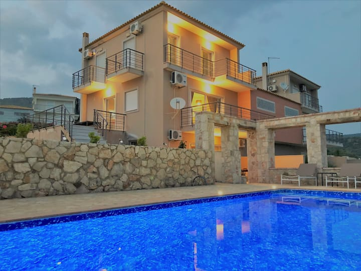 Spacious Villa Zoe with private pool in Nafplio