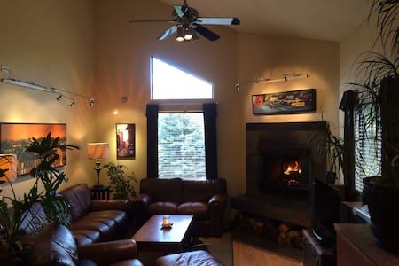 Comfy Downtown Artist Pad - Dog Friendly! - Edwards - Andere