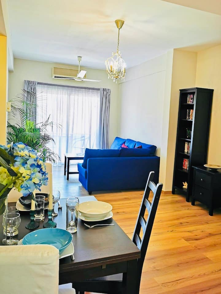 Beautiful 2 bed room close to everything & beach