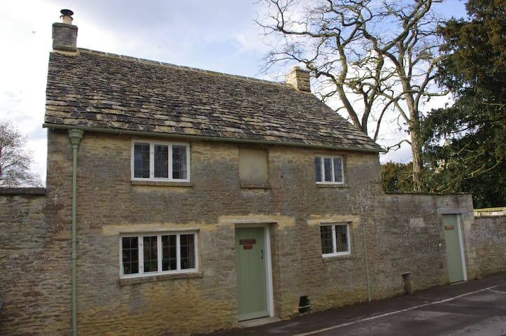 Maisey Cottage, a cosy retreat in the Cotswolds. - Kencot