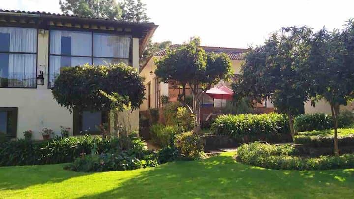 Espectacular alojamiento con bellos jardines