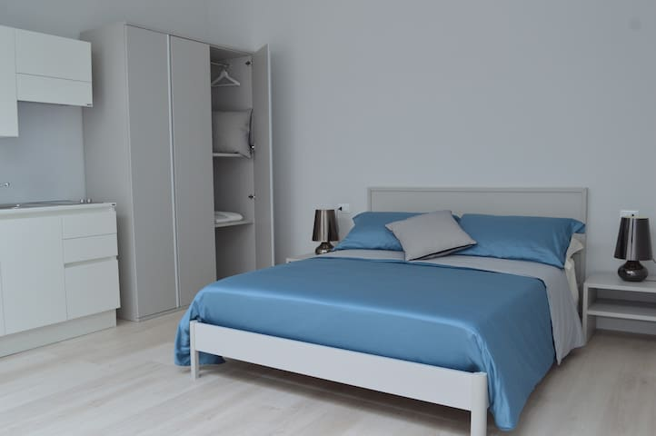 Large apartment with king-size bed - TRR - Trani - Aparthotel