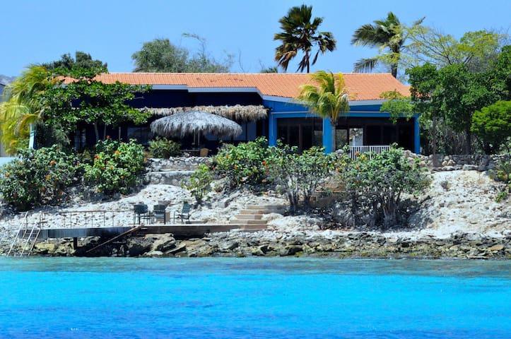 Villa Volans met de privé-pier