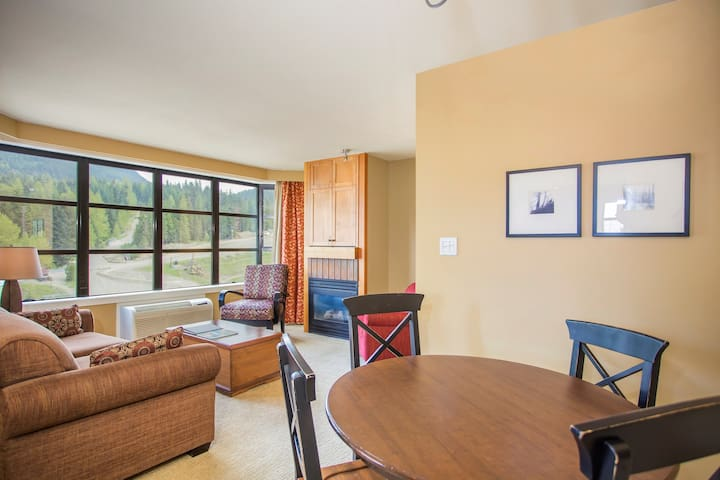 Stunning SLOPE-SIDE 2 Bedroom Suite with Amazing Mountain View