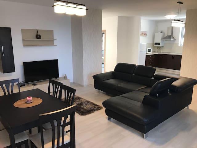 Luxury 2 Bedroom Apartment with Sea View