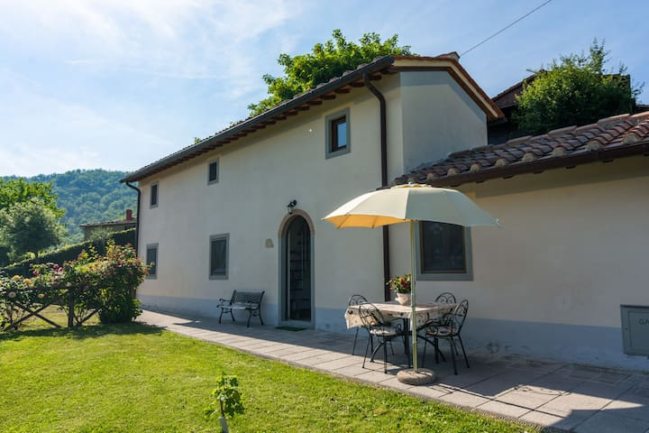 These pleasant, detached cottages are north of Florence.