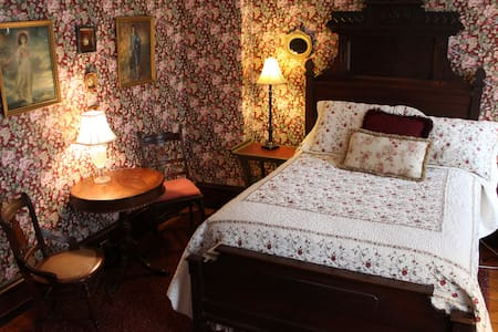 Elizabeth's Room - Faunbrook Bed & Breakfast