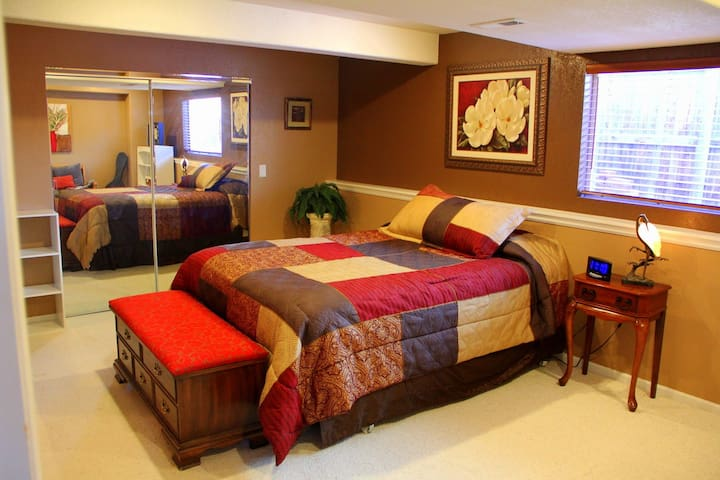 Spacious Private Bedroom with Queen Bed