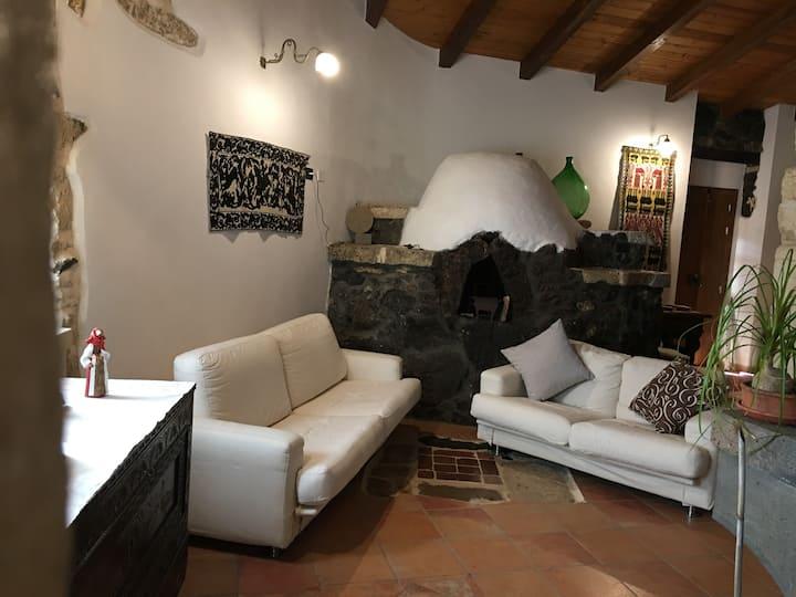 """Casa vacanza immersa nella natura """"Su Montiju"""""""