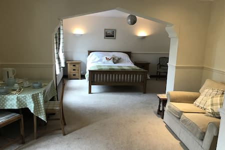 Rural ensuite king size B&B in  Brecon Beacons.