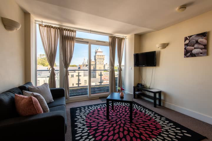 Lovely & Bright CITY CENTRE APT opposite Principality Stadium