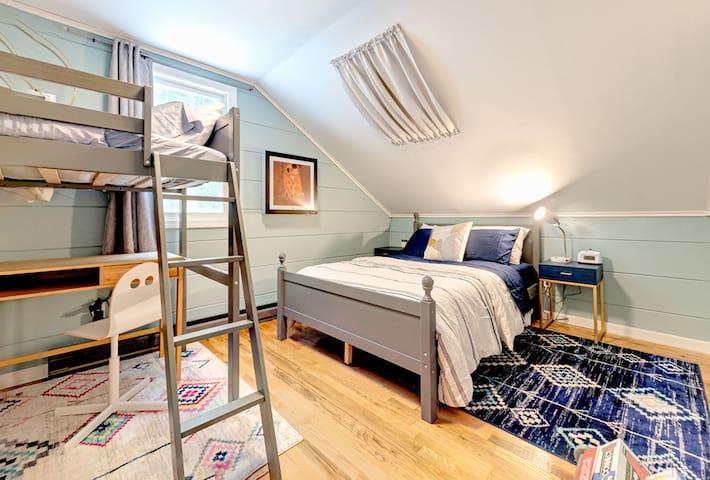 The Blue Bedroom sleeps up to three