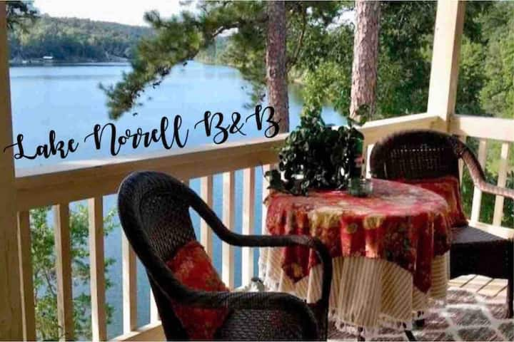 Stunning Balcony Room on Lake Norrell + Breakfast