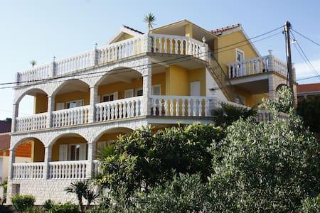 Apartment Karmen Trogir (4+2) - Trogir - Pis
