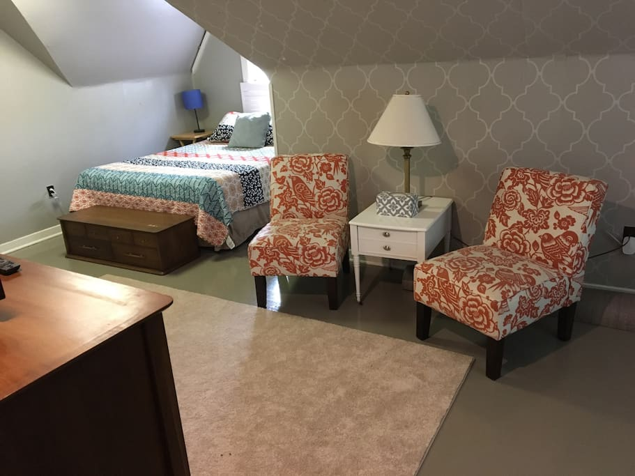 Queen bed and sitting area.
