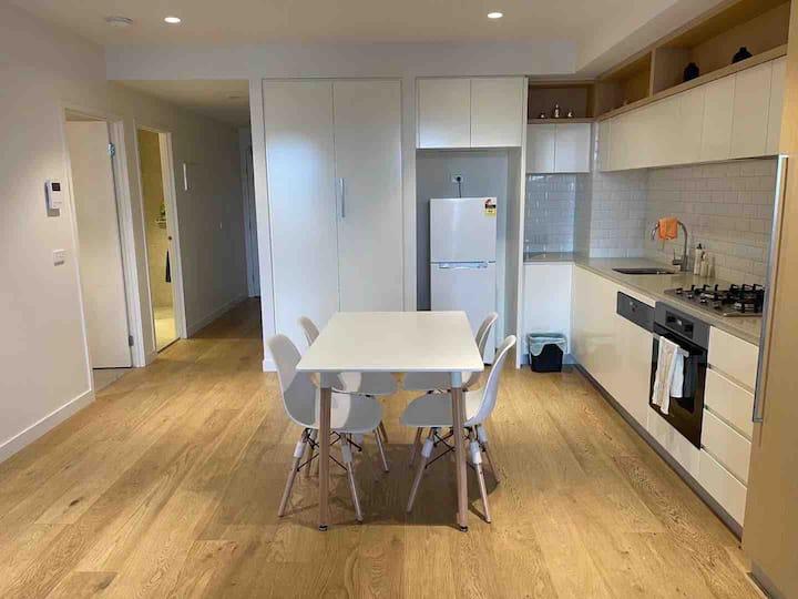 Cosy & Convenient  New Apartment in Richmond