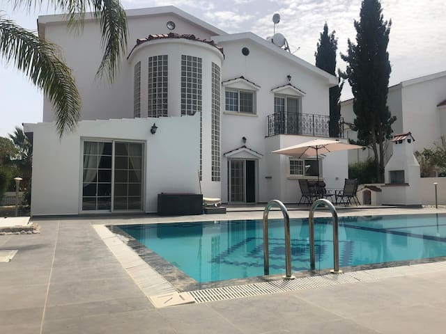 Gorgeous 3bed Villa with private pool in Iskele
