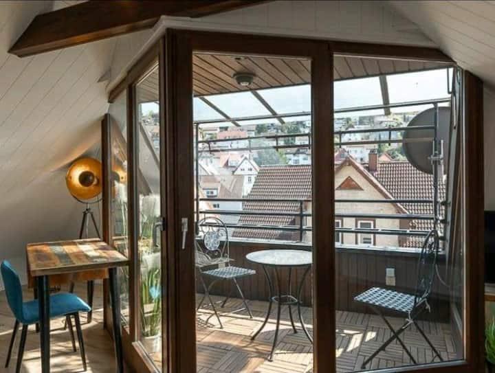 Exklusive, 2-Zimmer-DG-Wohnung mit Balkon & EBK