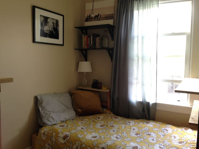 Quaint, sunny room! - San Francisco