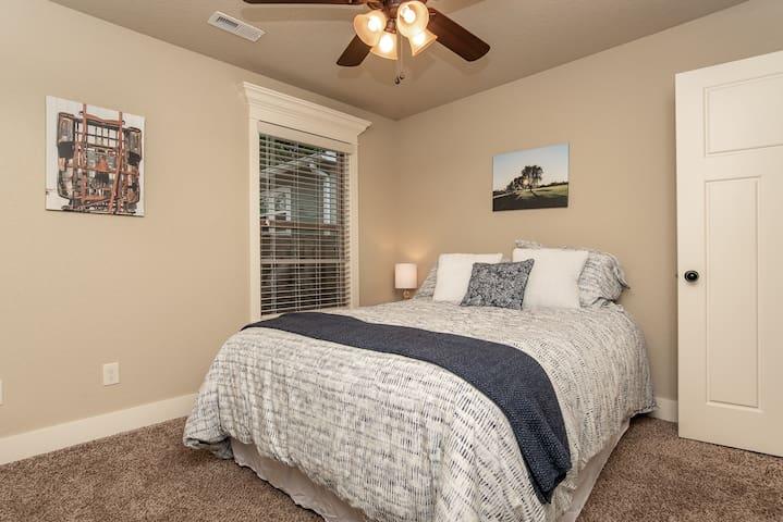 Bedroom #2 - big cushy bed. I...can..hardly...keep...my...eyes.........