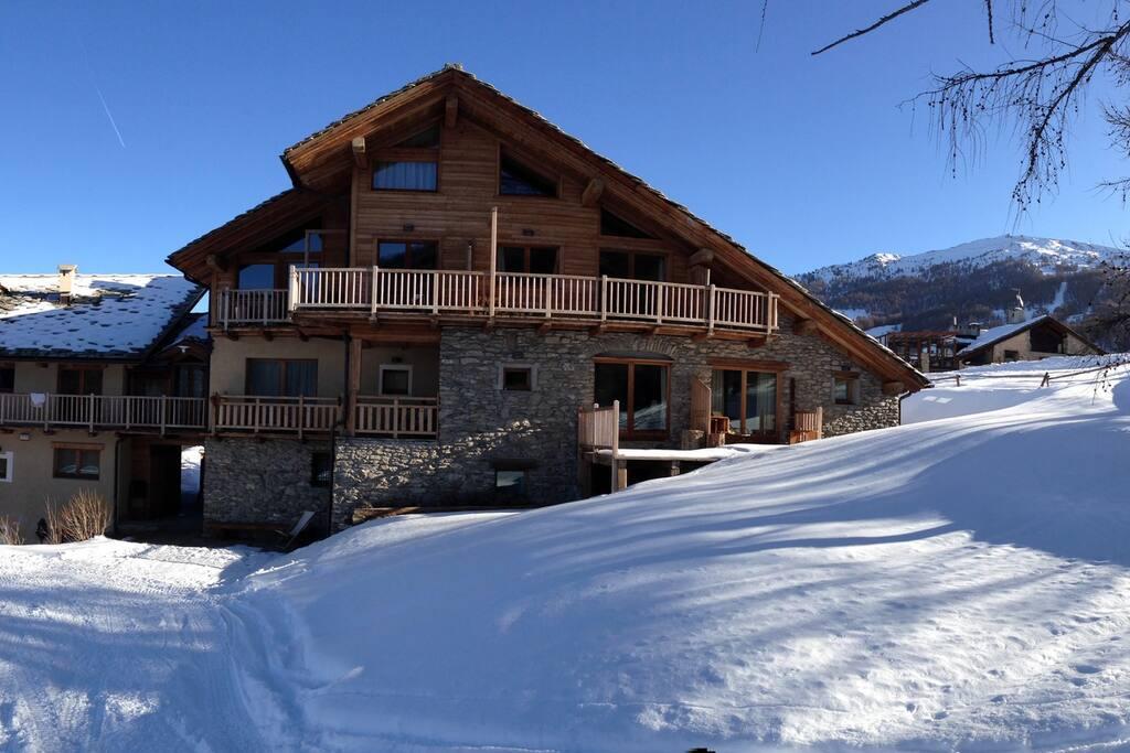 Chalet clotes per amanti dello sci e della natura chalet for Piani di casa chalet sci