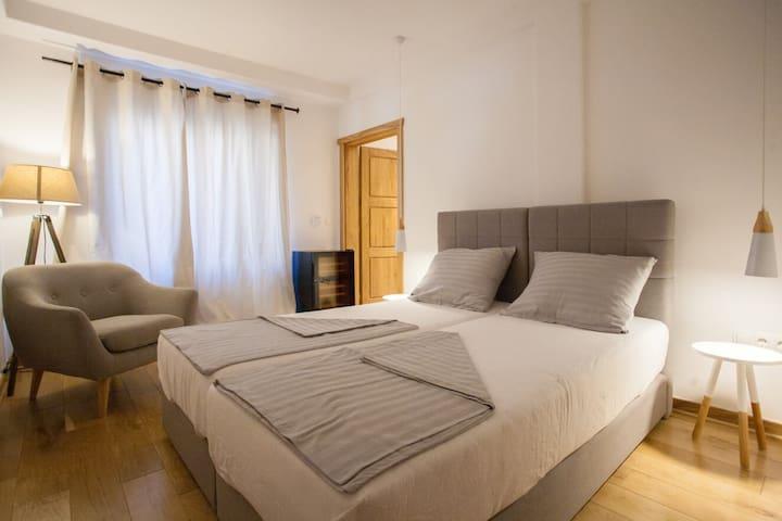 Lemoncin bedroom