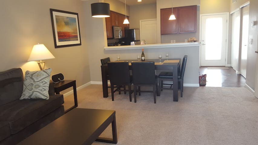 Upscale Furnished APT ~ It's What We DO! Turn-Key - New Albany - Apartamento
