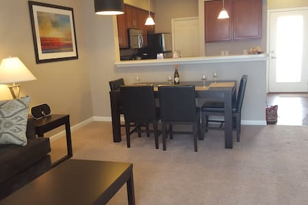 Upscale Furnished APT ~ It's What We DO! Turn-Key - New Albany - Apartment