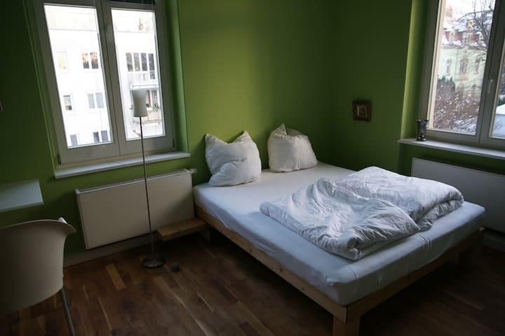 3BED + PARKING close to main station - Pirna - Hostel