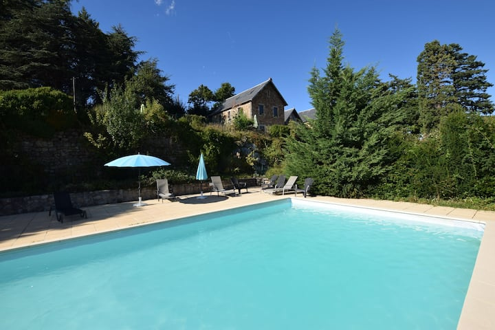 Former coach house in a castle with park garden, swimming pool in North Ardeche