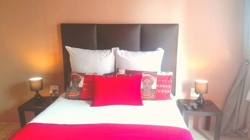 Self catering near O.R Tambo airport.