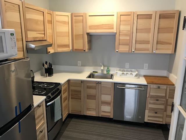 2 BR Brunswick Apartment Next to Bowdoin College