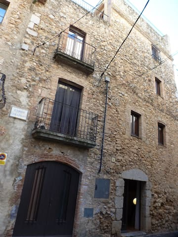 RUSTIC HOUSE FOR RENT IN THE COSTA BRAVA-VENTALLÓ