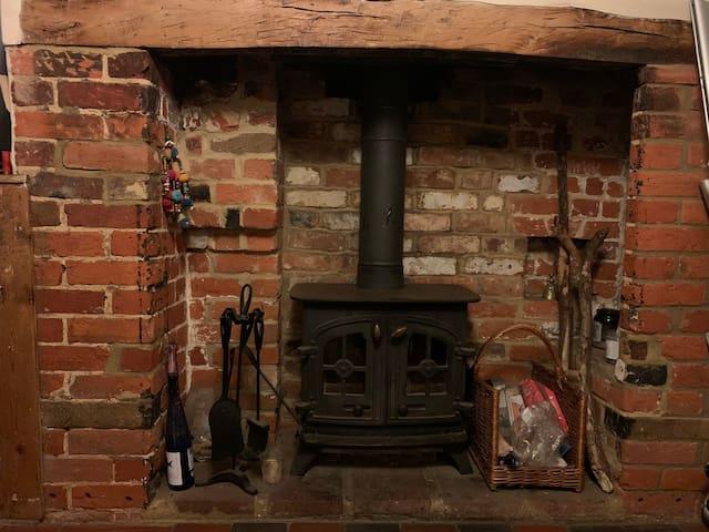 Flint Cottage in Buckinghamshire Countryside