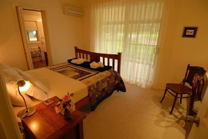 Abelia House B&B Myee Room