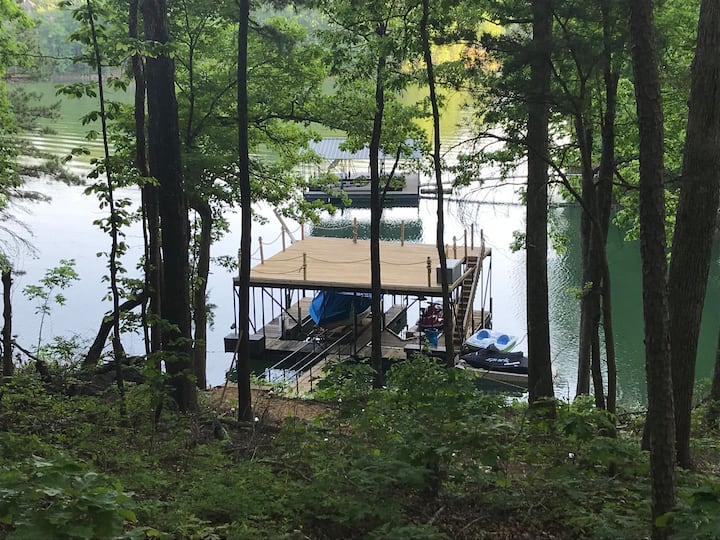 Near Clemson Lake Hartwell Home sleeps 6-8 & Toys