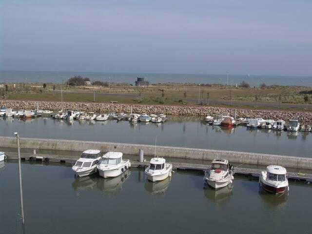 Vue imprenable sur la mer et le port de plaisance - Courseulles-sur-Mer - Appartement