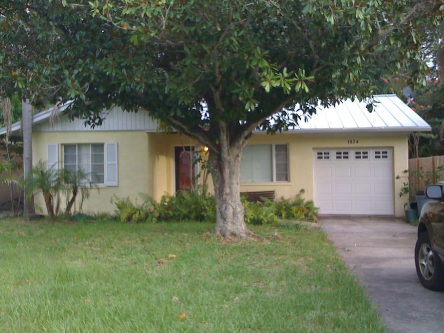 Magnolia st vacation retreat houses for rent in sarasota florida united states - Large summer houses energizing retreat ...