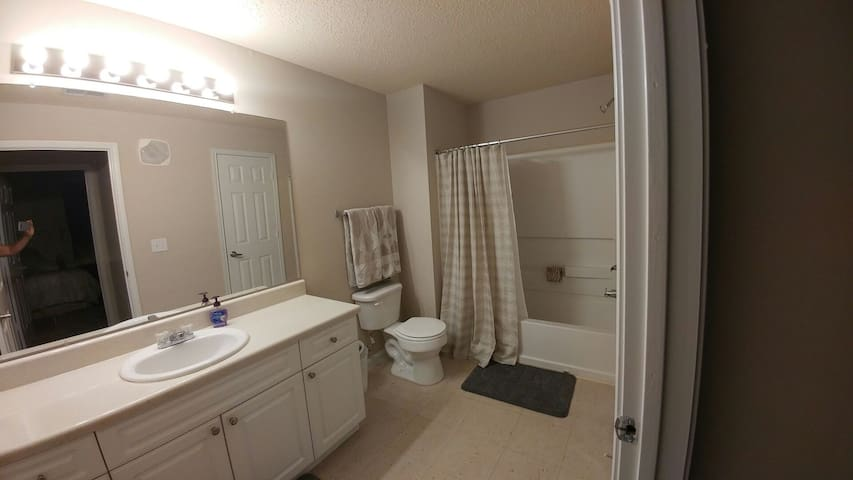 Comfortable and close to downtown! - Fultondale - Appartement