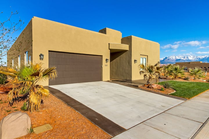 Large Home With Private Courtyard Pool!