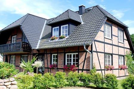 Haus Gode Tied Wohnung 02 - Sellin - Appartamento