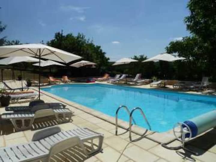 Les Rivières Gîtes :Valette, piscine chauffée