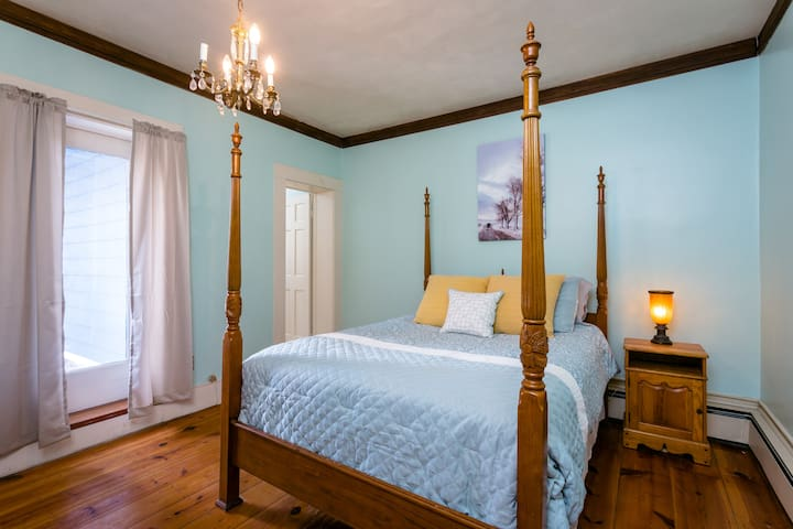 The Herring Suite - Queen-sized Poster Bed