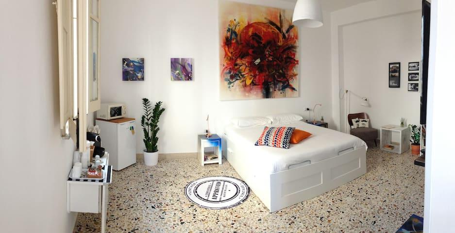 Panoramica della camera da letto - Emanuele Vittorioso, Artist per Punto Zero - puntozerosiracusa.it per contatti e info