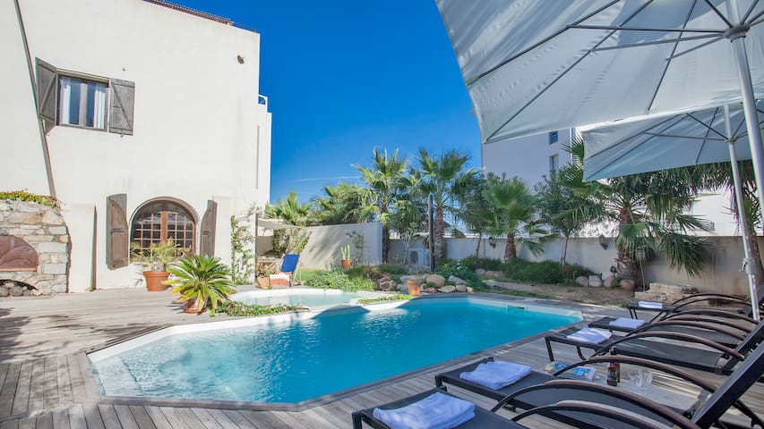 holiday house with shared heated pool, bbq, calvi center 300m from beach