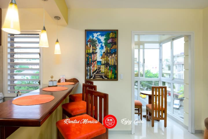 Vedado LET couples love the private Apartment WiFi