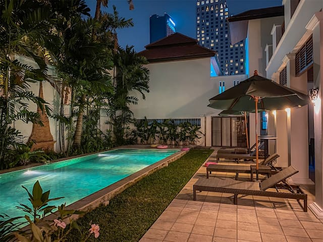 Thai 7 Bedroom Luxury Pool Courtyard Villa in Asok