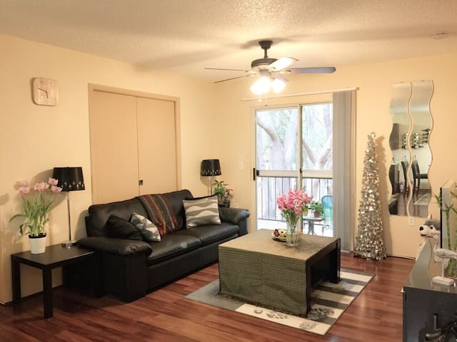 Sunny new condo close by Disney/Universal - Kissimmee - Leilighet
